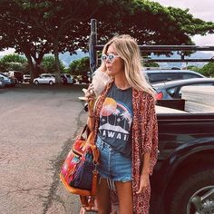 Hawaii life ☀️ @the_salty_blonde in the Coalson Tee