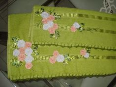 LOY HANDCRAFTS, TOWELS EMBROYDERED WITH SATIN RIBBON ROSES: Natal!!