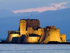 Bourtzi Fortress at Twilight Nafplio Greece Wallpaper Monaco, Greece Wallpaper, Places To Travel, Places To Go, Places In Greece, My Kind Of Town, Medieval Castle, Thessaloniki, Fortaleza