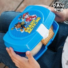 Do you want the amusing characters from Paw Patrol to be part of your child's accessories? With the PAW Patrol lunch box they'll show off in front of their friends. Paw Patrol Lunch Box, Children, Products, Gifts, Party, Paw Patrol, Lunch Box, Young Children, Boys