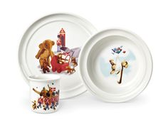 Gave til mit fremtids barn Porcelæn. 3 dele. Måler: 22 cm. i diameteren og 1,8 cm. i højden. Leg med livretterne - giv en gave, der gør måltidet til en fest. Kay Bojesens populære venner aben, elefanten, bjørnen, kaninen, garderen, gravhunden og flodhesten inviterer til madcirkus på det farverige børneporcelæn, der består af tallerken, skål og kop.