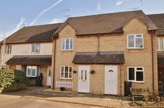 House for sale in Fairford, Gloucestershire - £157,500. Having been much improved in recent years, this well presented two bedroom home is positioned in a quiet cul de sac location within this popular town. The property benefits from a refitted kitchen/dining room, refitted bathroom, double glazing, gas central heating, gardens and parking for two cars.