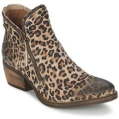 Esta bota para mujer #Lizzy diseñada por la marca #Coqueterra tiene mucho estilo. Con su corte en piel beige, sigue las últimas tendencias. Entre sus características, encontramos una suela de caucho. Se integra perfectamente en tu dressing. #botines #zapatos #mujer