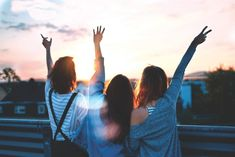 12 summer bucket-list ideas for you & your bff's Sunset Captions For Instagram, Videos Instagram, Bffs, Costume Paris, Girlfriends Getaway, Girls Getaway, Videos Photos, Summer Bucket Lists, Friend Pictures