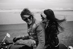 Oregon Coast Photographer // Motorcycle Adventure - Portland Wedding Photographer // Sara K Byrne Bike Couple, Motorcycle Couple, Motorcycle Wedding, Couple Shoot, Biker Photoshoot, Pre Wedding Photoshoot, Biker Love, Biker Style, Couple Photography
