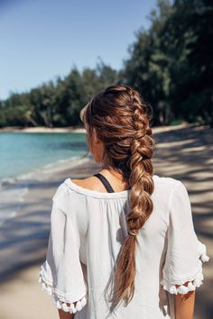 Pretty and easy everyday hairstyle. Perfect for on holiday.