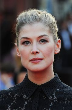 Rosamund Pike French Twist - Rosamund Pike went for classic sophistication with…