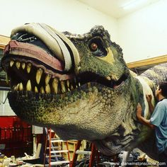 Rexor! The full-size #animatronic Tyrannosaurus Rex from The Lost World: Jurassic Park (1997) gets constructed at #stanwinstonstudio the skin was made out of foam-latex and one of the technicians at the studio patches the overlapping pieces. #specialeffects #liveaction #dinosaur #trex #practicaleffects #behindthescenes #moviemagic #hollywood #blockbuster