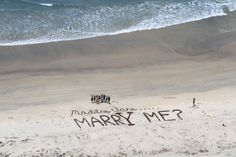 This beach proposal is the ultimate romantic gesture. Beach Proposal, Surprise Proposal, Proposal Ideas, Best Marriage Proposals, Wedding Proposals, Engagement Photo Poses, Engagement Pictures, How We Met, Romantic Gestures