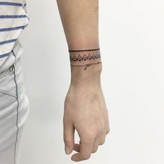 You can even mix several different styles to create your own unforgettable design. | 19 Tattoo-Bracelets That Will Look Amazing On You