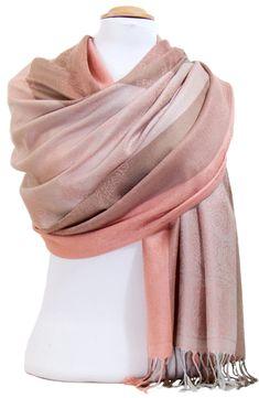 Foulard blanc fines paillettes. Découvrez sur mesecharpes.com + de 150  foulards chic pour femmes. Port gratuit et paquet cadeau offe… 988cbdac208
