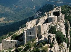 The site of Peyrepetuse, one of the places the Cathars found refuge