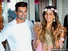 Awww! A cute pic from Bipasha Basu & Karan Singh Grover's mehendi ceremony before their wedding. via Voompla.com