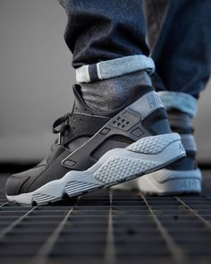 Nike Air Huarache 'Black / Dark Grey' (via Kicks-daily.com)