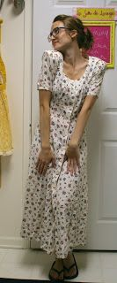 la vie en rose: Garage Sale Refashion into really cute skirt.