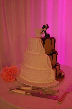 Wedding cake , vanilla and chocolate. Black and White Wedding Cakes, Vanilla, Weddings, Chocolate, Black And White, Desserts, Wedding Gown Cakes, Black White, Tailgate Desserts