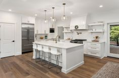 All white traditional kitchen with pendant lights and kitchen island bar stools breakfast bar Kitchen Island Bench Designs, Kitchen Designs, Kitchen Ideas, Kitchen Layouts, Island Design, Kitchen Pendant Lighting, Kitchen Pendants, Pendant Lights, Glass Pendants