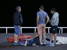 Caminhão atropelou dezenas de pessoas que estavam assistindo à queima de fogos em Nice (Foto: REUTERS/Eric Gaillard)