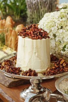 Para os amantes de queijos, servimos o melba gigante delicioso com castanhas brasileiras caramelizadas, aburrata com tomates assadosfinalizada com folhas fresquinhas de manjericão e obrie com castanhas cristalizadas.
