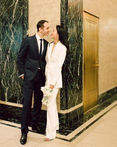 Sophisticated New York City Hall wedding (with the chicest bridal suit! Wedding Suits For Bride, White Wedding Dresses, Wedding Looks, White Wedding Suit, Bride Suit, City Hall Wedding, New York Wedding, Wedding Pantsuit, Wedding Dress Suit