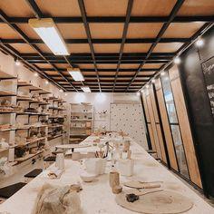 ✨ Vem fazer aula com a gente✨  O mês está começando e a gente veio avisar que esse é o melhor momento para você iniciar as aulas aqui no studio. Vem saber tudo nos nossos destaque em 'Aulas Semanais'🍶  📷 @fernandazaffari 🙏🏼💛  .  .  .  #studioalma_ #pottery #ceramic #ceramica #ceramicclass #auladeceramica #ceramicautilitaria #portoalegre    #Regram via @BzjuxOFgYr2