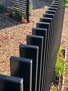 Fencing - Vertical Blade Aluminium Fence Panel X Black Fence Wall Design, Modern Fence Design, Gate Design, Metal Garden Fencing, Timber Fencing, Metal Fences, Fence Landscaping, Backyard Fences, Steel Fence Panels