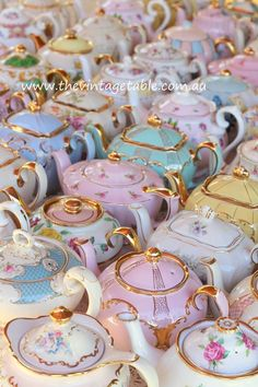 Beautiful Teapots! I want them all!!!