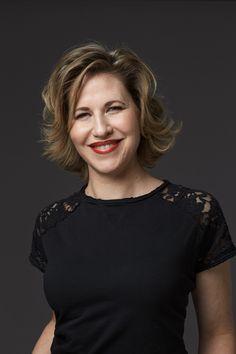 Emilia van Hauen er sociolog, foredragsholder, selvstændig erhvervsdrivende og forfatter. Hun er en af Danmarks mest citerede sociologer, og er kendt for at formidle og skabe begreber, der rammer tidsånden og de vilkår og konflikter, som det moderne menneske står i lige nu og her.