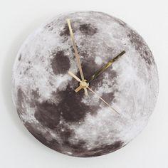 DIY Wanduhr, mit Pfannenuntersetzer, Karton, Mond-Ausdruck und Uhr