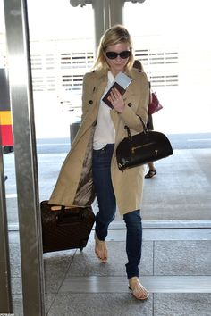 Kirsten-Dunst-wore-trench-airport