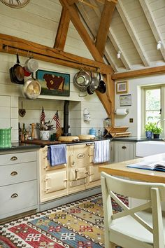 Tips for Creating Your Own English Country Kitchen 60 English Country Kitchen Decor Ideas 4 – Kawaii Interior Kitchen Decor, Country Kitchen, Home Kitchens, Kitchen Design, House And Home Magazine, Home Decor, English House, Kitchen Dining Room, English Country Kitchens