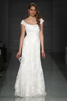 AGATHE (Robes de mariée). Créateur: Cymbeline. ...