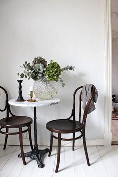 Dining Room: bistro table and chairs. Canto Bar, French Bistro Chairs, French Bistro Decor, Sweet Home, Bentwood Chairs, Wooden Chairs, Cafe Tables, Bistro Tables, Restaurant Tables