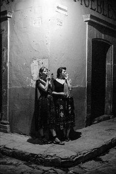 Cilla and Maggie, Mexico, 1992 © Carlos Rene Perez