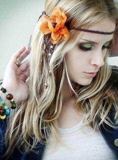 Headband trançado com flor e franjas R$ 32,37