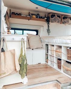 Good To Know Benefits of Camper Van For the Outdoor Enthusiasts - House Topics Bus Living, Tiny Living, Kombi Trailer, Kombi Home, Caravan Renovation, Van Home, Camper Van Conversion Diy, Van Interior, Interior Design