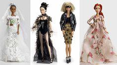 """A boneca que inspira a imaginação das meninas há mais de cinco décadas ganha 14 novos looks assinados por personalidades, na exposição Barbie Crystal from Swarovski - """"Inspiração em múltiplas facetas"""" no   Shopping JK Iguatemi. As Barbies serão leiloadas após a exposição. Confira na www.flashesefatos.com.br"""