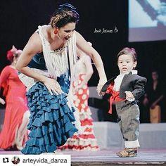 Disfruten este dúo de madre e hijo,  @mijitrica y @elgranlucas, durante nuestra gala aniversaria.  Foto: @arteyvida_danza #duo #madreehijo #flamenco #gala #aniversario #teatro #soylizarraga #soyflamenca #soybailaora #flamencovenezuela