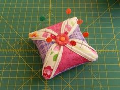 61 Ideas Patchwork Cushion Ideas Pincushion Tutorial For 2019 Folded Fabric Ornaments, Fabric Christmas Ornaments, Quilted Ornaments, Cathedral Window Quilts, Cathedral Windows, Sewing Hacks, Sewing Crafts, Sewing Projects, Quilting Tutorials
