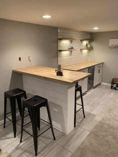 Wet Bar Basement, Basement Kitchenette, Basement Bar Designs, Home Bar Designs, Basement House, Basement Finishing, Basement Ideas, Basement Ceilings, Basement Decorating