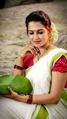 Kerala Saree, Indian Sarees, Beautiful Housewife, Insta Image, Costumes Around The World, Bride Portrait, Indian Beauty Saree, India Beauty, Pretty Woman