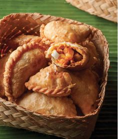 Aunty Ruby's Curry Puffs Asian Recipes, My Recipes, Snack Recipes, Cooking Recipes, Favorite Recipes, Curry Recipes, Malaysian Food, Malaysian Curry, Malaysian Dessert