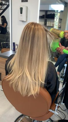 Long Blond Hair, Beach Blonde Hair, Warm Blonde Hair, Balayage Straight Hair, Honey Blonde Hair Color, Blonde Hair Shades, Dyed Blonde Hair, Blonde Hair Looks, Blonde Hair With Highlights