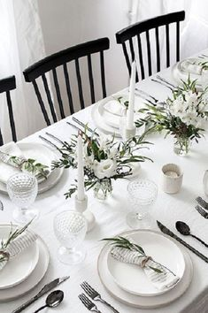 Easy ideas for creating a modern minimal table setting. Easy ideas for creating a modern minimal table setting. Beautiful Table Settings, Wedding Table Settings, Lunch Table Settings, White Table Settings, Dining Table Settings, Place Settings, Simple Table Setting, Dining Tables, Side Tables