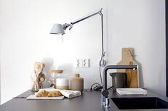 Gloria – Blogit   Pieni talo Helsingissä – Kaverilta ostettu uusi vanha valaisin keittiön seinälle