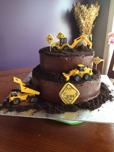 2 pic of the digger cake I did with crushed Oreos Digger Birthday Cake, Digger Cake, 3rd Birthday Cakes, 2nd Birthday Parties, Digger Party, 4th Birthday, Cupcakes, Cupcake Cakes, Construction Birthday Parties