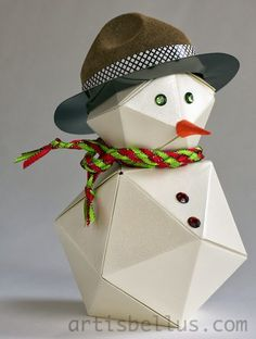 I was looking through my books for an origami snowman to use as a decoration, but could'n find many ones. Origami Snowman, Origami Mouse, Origami Fish, Christmas Origami, Diy Snowman, Origami Box, Origami Stars, Origami Flowers, Christmas Crafts For Kids