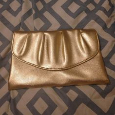 ❤5 for $25❤beautiful  gold clutch So perfect for that special night out😉❤️😘 Bags Clutches & Wristlets