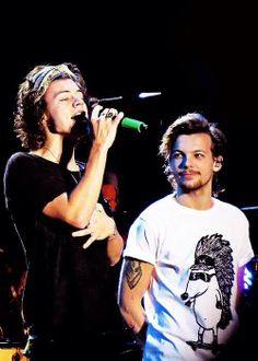 Harry and Louis on tour.