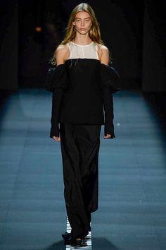 Vera Wang Spring 2017 Ready-to-Wear Fashion Show - Ondria Hardin